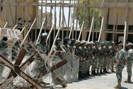 Egyptian Troops guard Rafiah crossing
