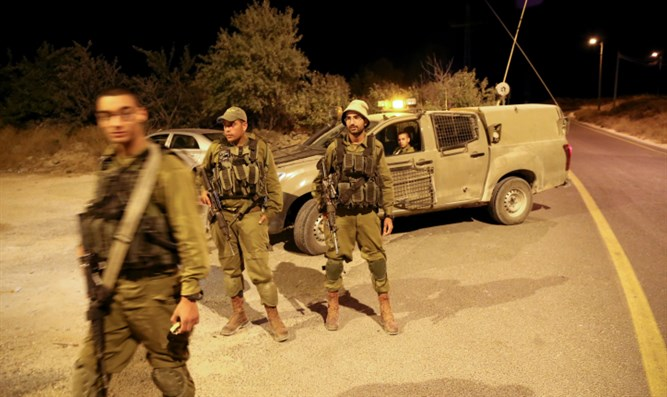 Soldiers outside of Efrat