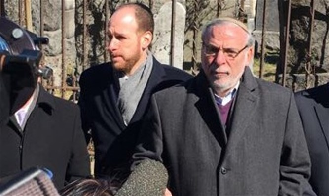 Dov Hikind visits cemetery hit by anti-Semitic vandals
