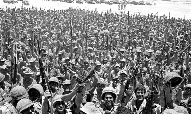 Israeli soldiers celebrate victory, Six Day War