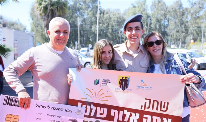 Shachak receives his military ID